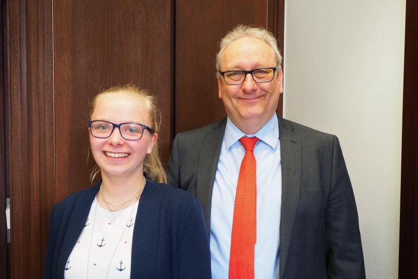 Praktikantin bei Dr. Martens zu Gast im BerlinerBüro